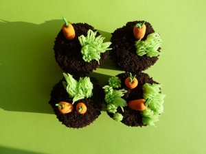 grass-and-carrot-cupcakes