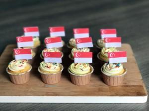 sg flag cupcake