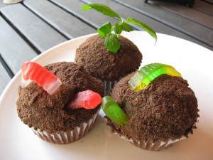 worms cupcake